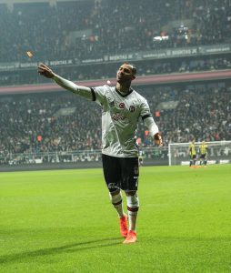 Ricardo Quaresma throws lighter during Istanbul derby