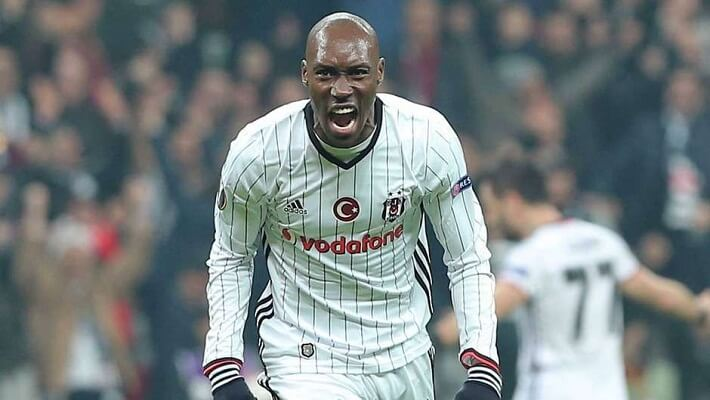 Atiba hutchinson signs new contract with Besiktas