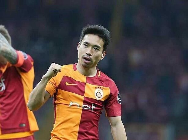 Galatasaray bargaining for Yuto Nagatomo transfer fee