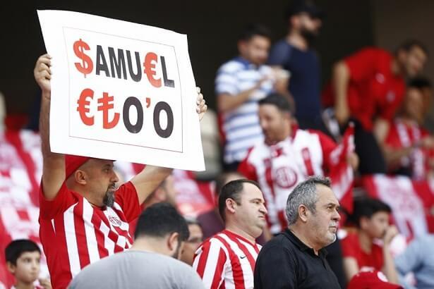 Antalyaspor fans protest against Samuel Eto'o during match