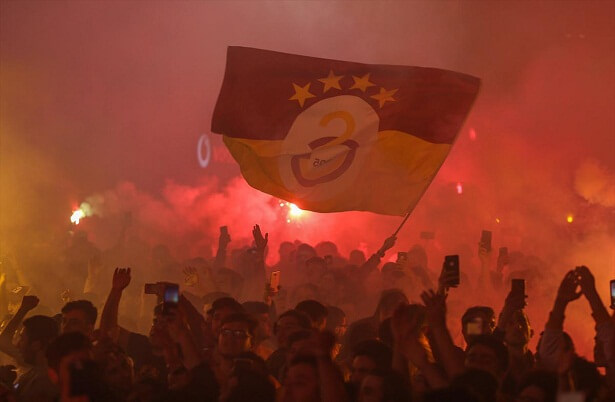 G.Saray fans continue to celebrate in Istanbul's famous istiklal street