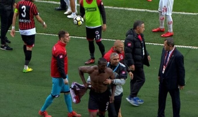 Florentin Pogba walks off pitch during match