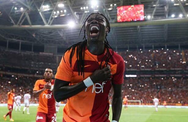 Galatasaray striker Gomis wants pay raise - report