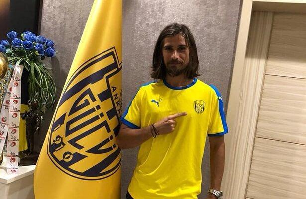 Ankaragucu sign Tiago Pinto from Osmanlispor