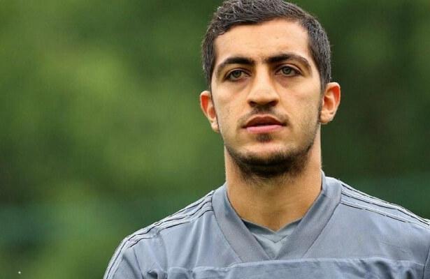 Hosseini transfer stalls due to passport issue