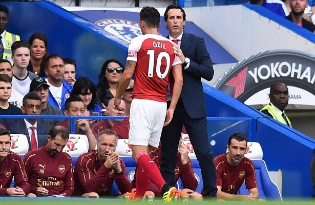 Ozil is very happy to play under Unai emery