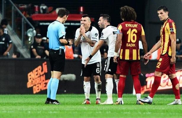 Gary Medel will miss Istanbul derby against Fenerbahce
