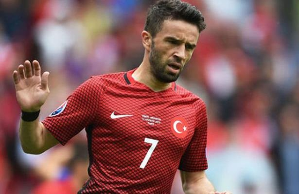 Gokhan Gonul injured, removed from Turkey squad