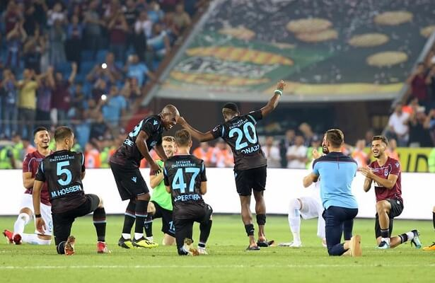 Trabzonspor players celebrate win with dancing