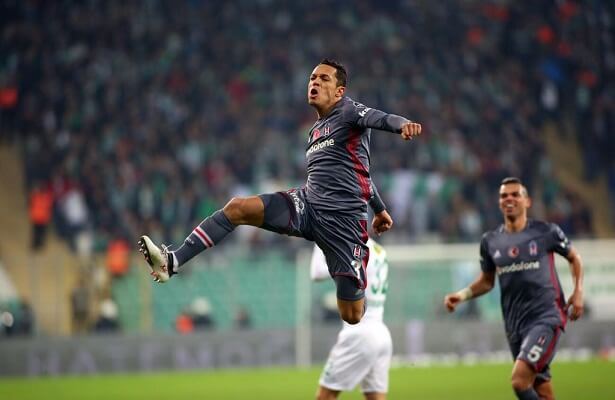Vissel Kobe want to sign Besiktas's Adriano
