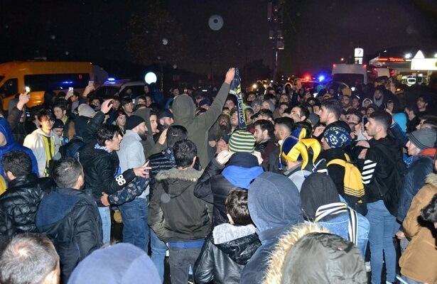 Fenerbahce fans protest, want Ersun Yanal