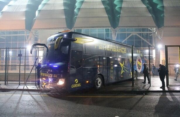 Players return to Istanbul on Fenerbahce bus
