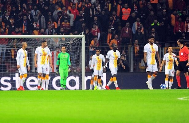 Galatasaray lose to FC Porto, advance to Europa League