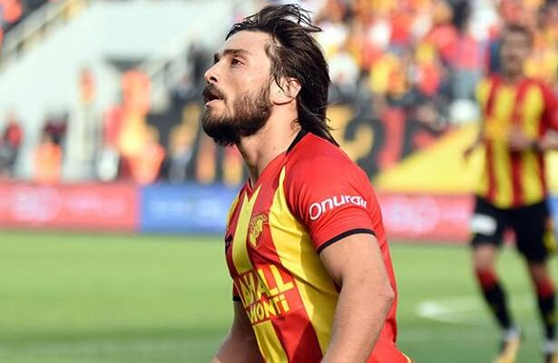 Halil Akbunar signs contract extension