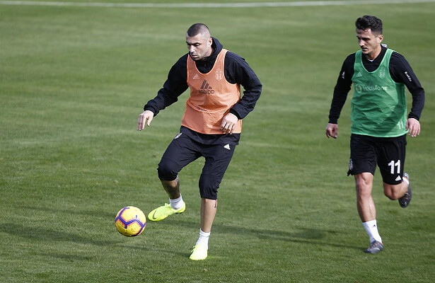 Burak Yilmaz completes Besiktas transfer. Burak Yilmaz Besiktas