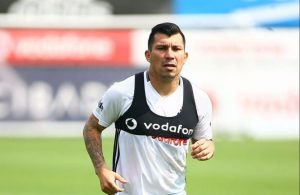 Chinese clubs tracking Besiktas midfielder Gary Medel