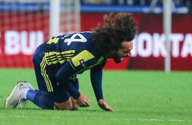 Fenerbahce defender Sadik Ciftpinar out for 10 days. Ciftpinar injured