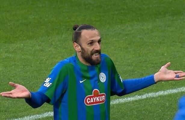 Rizespor striker Vedat Muriqi scores freak goal