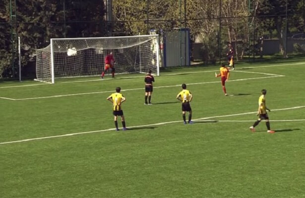 Galatasaray youth Almazbekov misses penalty on purpose