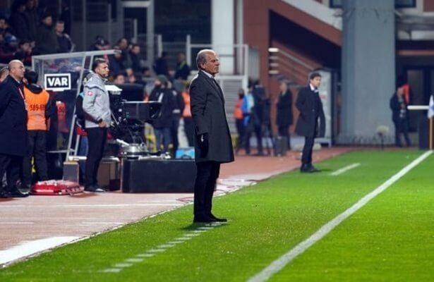 Kasimpasa coach taken to hospital during game
