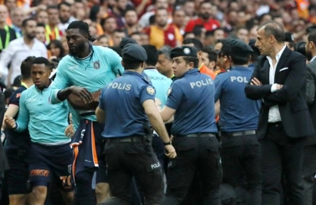 Adebayor hints at Istanbul Basaksehir exit