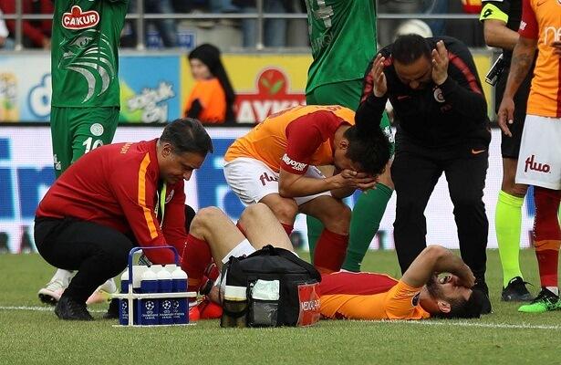 G.saray midfielder Emre Akbaba suffers broken leg