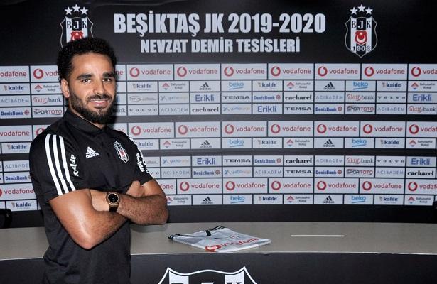 Besiktas sign Douglas from Barcelona