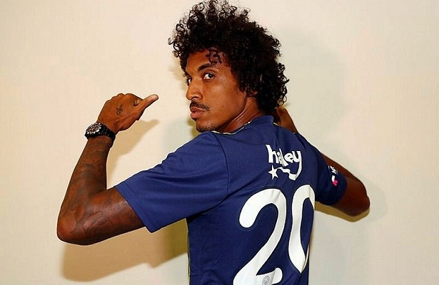 Fenerbahce sign Luiz Gustavo on four-year deal